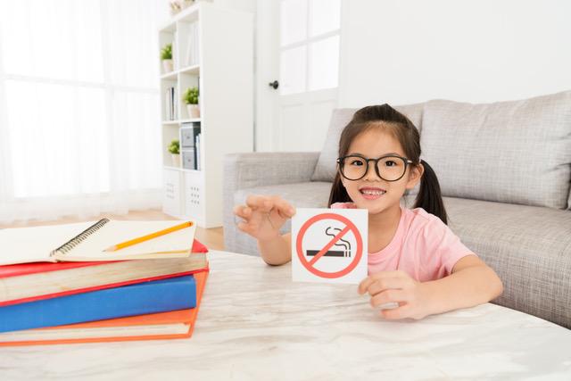 Pais fumadores dão opinião sobre as suas motivações para deixar de fumar