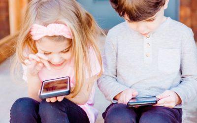 Crianças do pré-escolar passam mais de hora e meia por dia em frente a ecrãs
