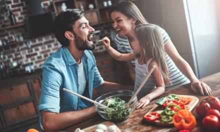 Crianças podem ser promotoras de hábitos alimentares saudáveis em casa