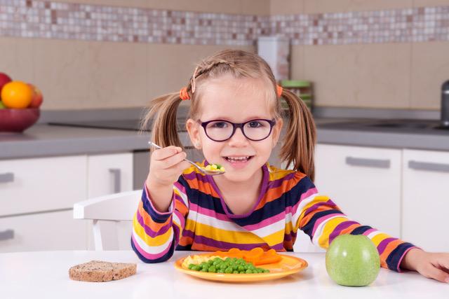 10 Estratégias para ajudar o seu filho a comer bem