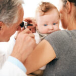 Uso de antibióticos até aos dois anos traz riscos para a saúde da criança