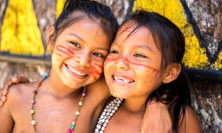 Crianças indígenas da amazónia