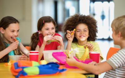 Alimentos que deve (ou não) incluir na lancheira da escola