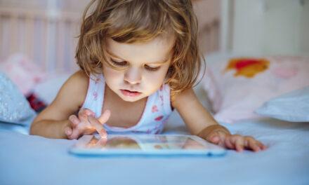 Dispositivos eletrónicos no quarto afetam sono das crianças